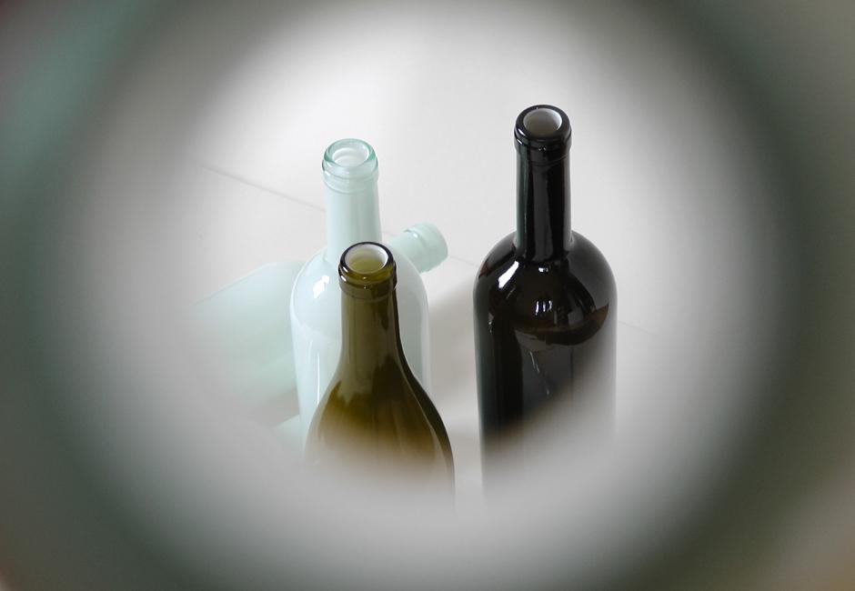 illustris Durch die Flasche
