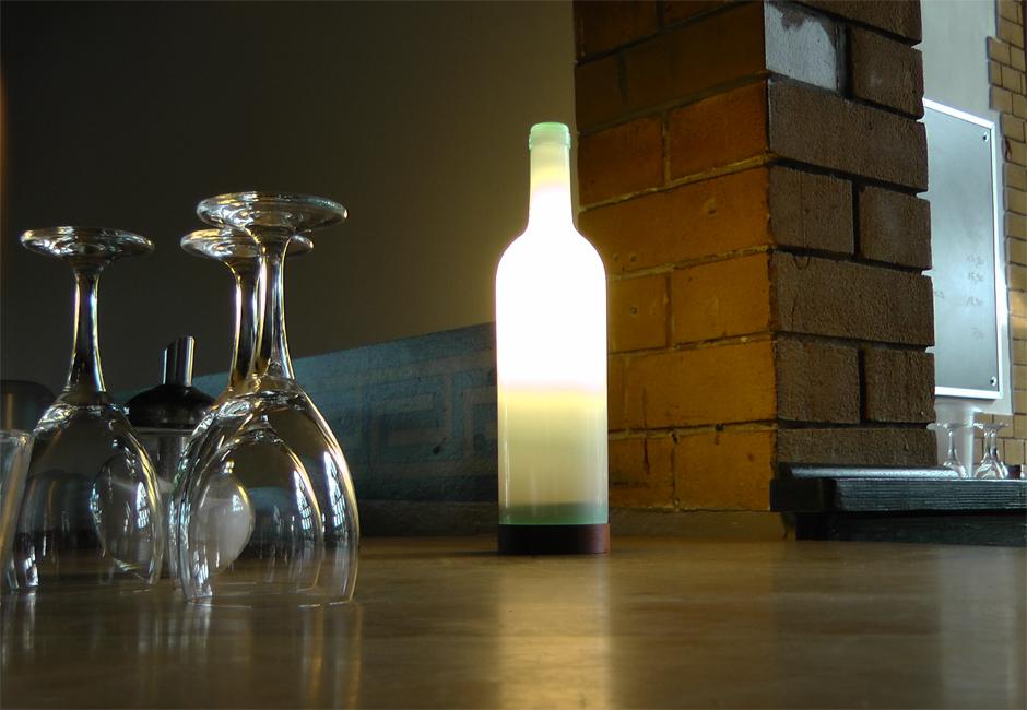 illustris + aus Weißweinflasche
